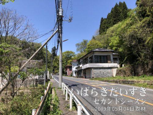 本山(もとやま)地区の住居群
