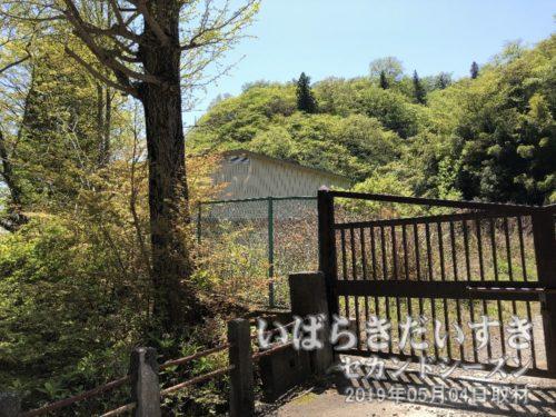 体育館だけが残るあかさわ山荘の建物のうち、体育館だけが残ります。
