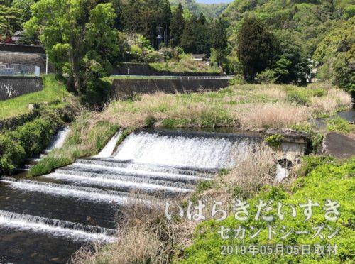 孝行橋〔茨城県北茨城市〕を通過<br>この大北川を上っていくと、大北渓谷に行けます。