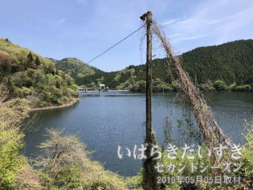 水沼ダム管理棟が見えるが、今はパスします。