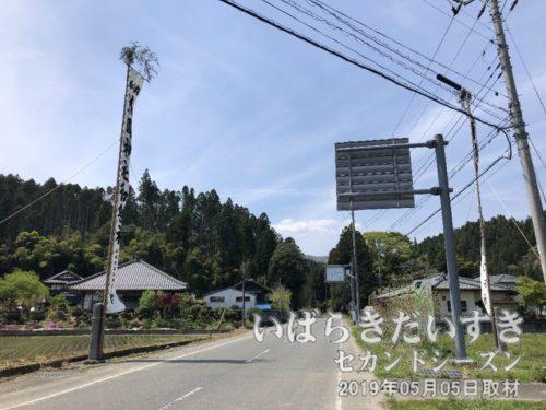 県道27号(塙大津港線)を左折する