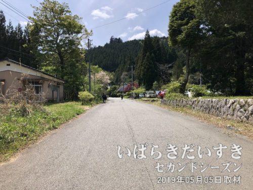 花園神社への道周辺は集落になっています。