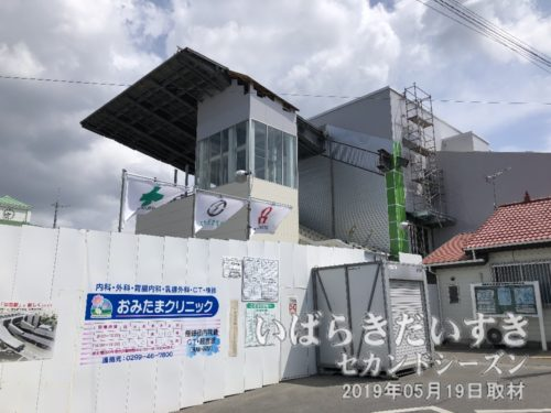 常磐線羽鳥駅の駅舎は改築工事中。