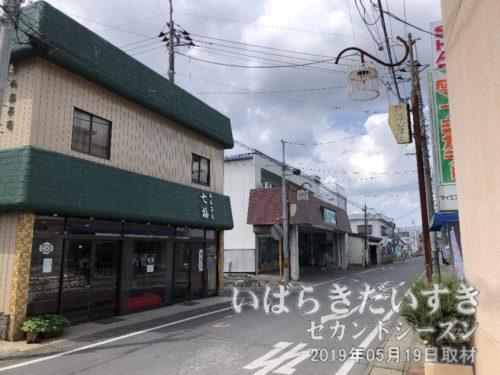 羽鳥駅前の商店街。