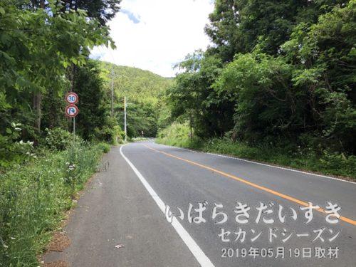 道祖神峠への入口。県道42号。フルーツライン。