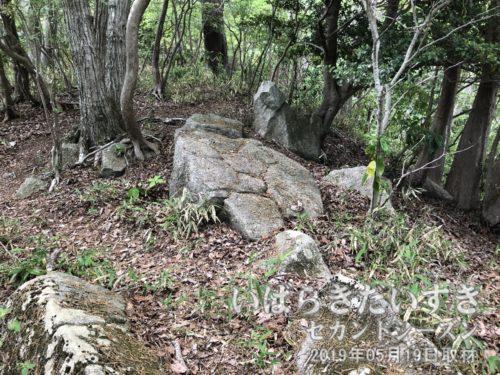 茨城百景 包括風景 難台城址<br>難台山城址跡(県史跡)は、南朝方の小田五郎藤綱が挙兵した場所。