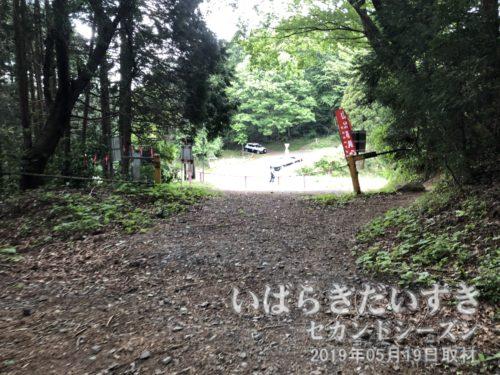 難台山山頂から1時間かけて、道祖神峠に戻ってくる。