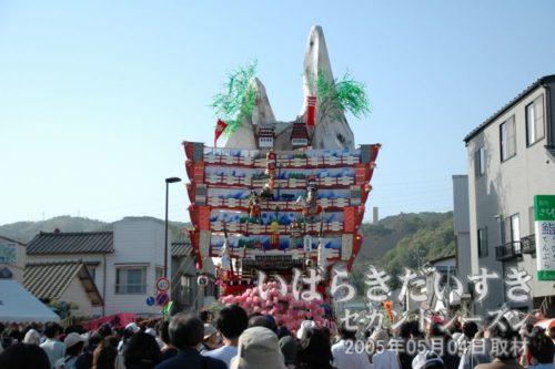 神峰神社 大祭礼 〔大雄院通り〕7年に一度の大祭礼では、大雄院通りで4町すべての山車が出そろいます。