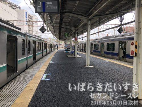 水戸駅 日立、いわき方面ホーム<br>いわき駅行き電車の発車まで30分以上あります。。