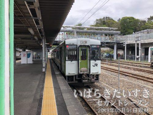 磐越西線を見送る<br>いわき駅と郡山駅を結びます。以前、水郡線で使用されていた、キハ110系。