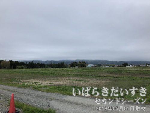 重い雲が被さる、阿武隈山地