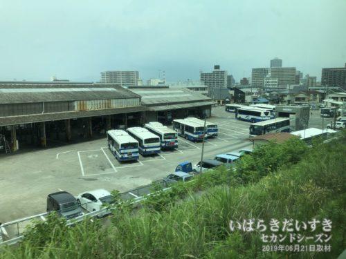JRバス関東 土浦支店が見えると、間もなく土浦駅。