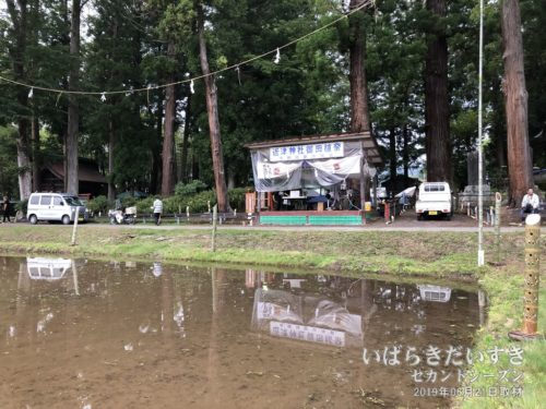 【 近津神社の「御田植祭」会場 】<br>明日の「御田植祭」は、この田んぼを使って行うのでしょう。