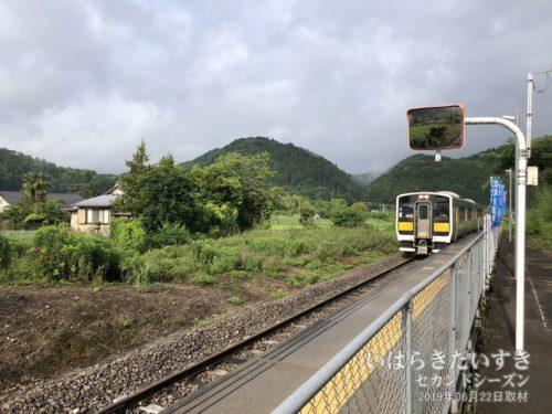 郡山駅行きの水郡線が入線 : 下野宮駅