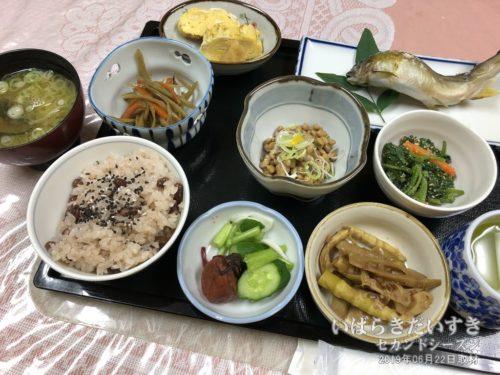 朝食:鈴木屋旅館
