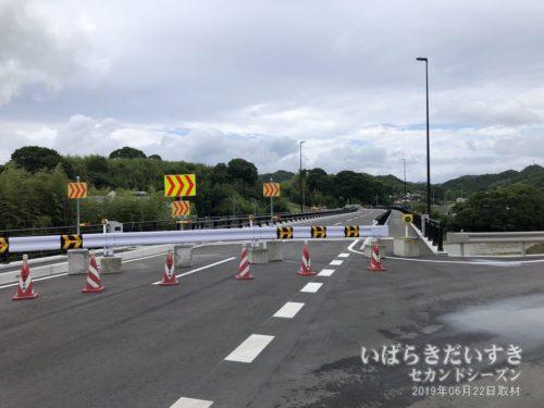 袋田駅の西側には、バイパスが整備されています。