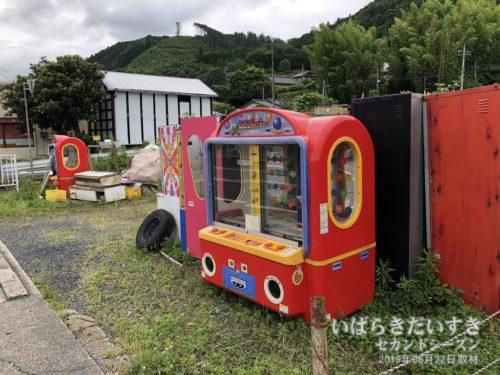 中舟生駅近くに、野ざらしのゲーム機。