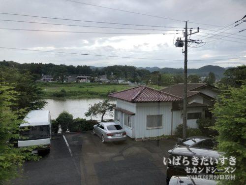 ホテル鮎亭:窓からは久慈川が望める。