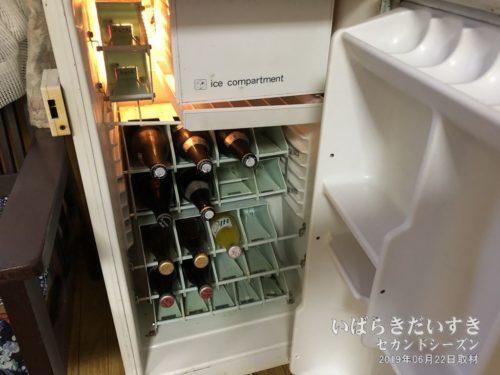冷蔵庫には、飲み物(有料)がある系。