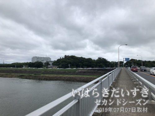 栄橋を通過。下は利根川です。