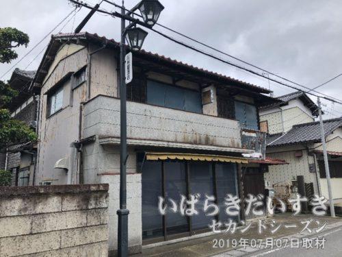 県道4号を渡り、紀州屋酒屋さん前を通る。