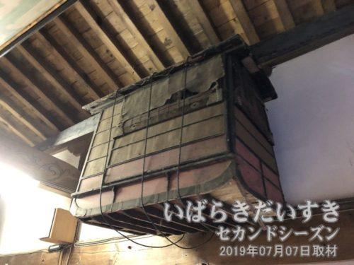 徳満寺の住職が乗った篭<br>この篭もまた、徳満寺の天井裏から発見されたものだそうです。