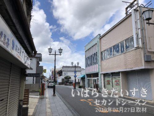 交差点から旧水戸街道(取手方面)を望む