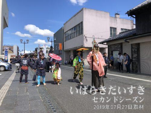 渡御は旧水戸街道で大町方面に来ました。
