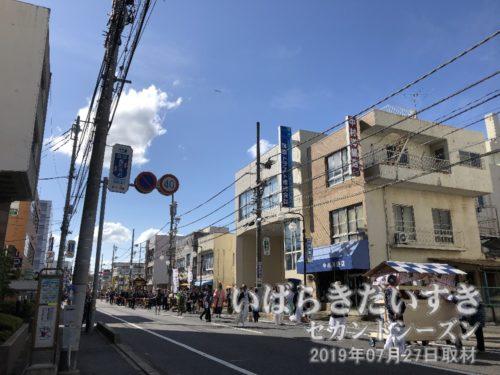御輿は県道24号を土浦駅方面に戻る。