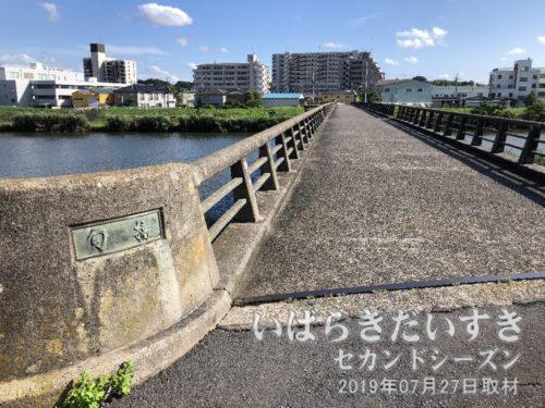 桜川の向こうから、お囃子が聞こえてきます。