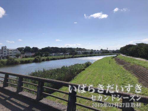 匂橋から、土浦の花火大会会場方面を望む。