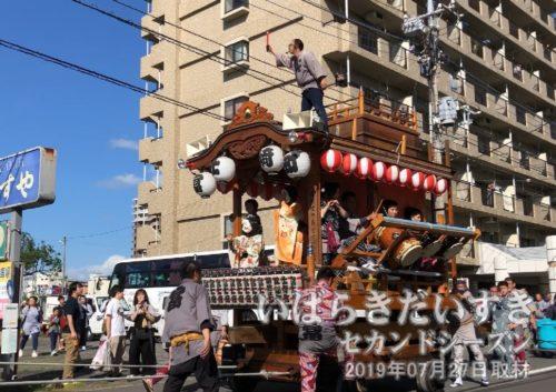 富士崎町の山車<br>「富士崎のお祭り」で、地域の屋台が参戦していたようです。富士崎の山車は毎年、土浦キララまつりの山車巡行にも参加しています。
