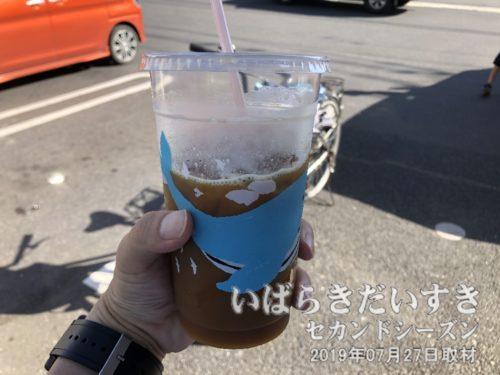 ローソンのメガアイスコーヒーで休憩。
