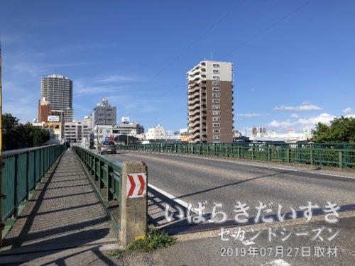 桜川橋を渡り、土浦駅前方面に戻ります。