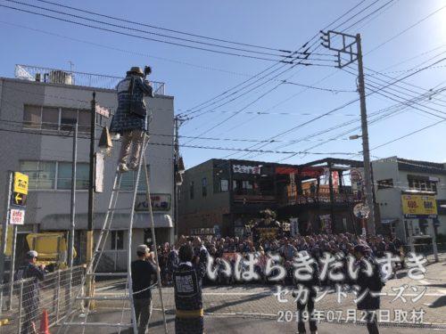「礎會の記念撮影」を撮影する。<br>土浦タクシーの五車路のところで、記念撮影を行ないます。