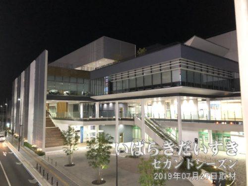 筑波鉄道の待避線、車両基地だった、りそな銀行があった場所は、土浦の図書館、展示スペース「アルカス土浦」として計画されました。