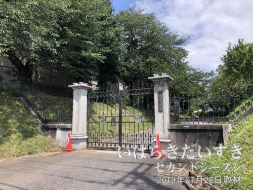 国指定重要文化財のある、土浦一高の門。