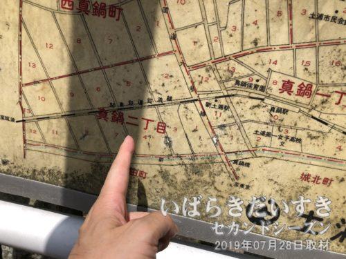 案内図には、廃線の「筑波鉄道」「真鍋駅」の文字。