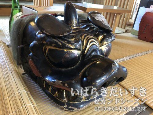 黒い獅子頭。どちらも土浦で作られた獅子頭とのこと。