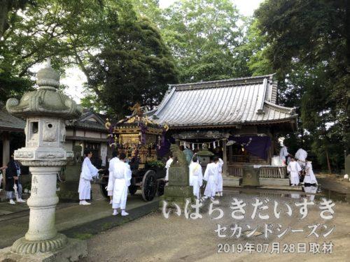 神輿と一緒に、八坂神社に戻ってきてしまった。