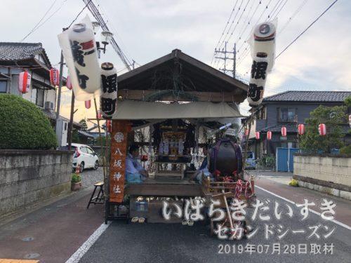 龍ケ崎八坂神社の御仮屋。根町の提灯。