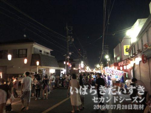 竜ヶ崎駅駅前通りは、お祭りで賑やか。