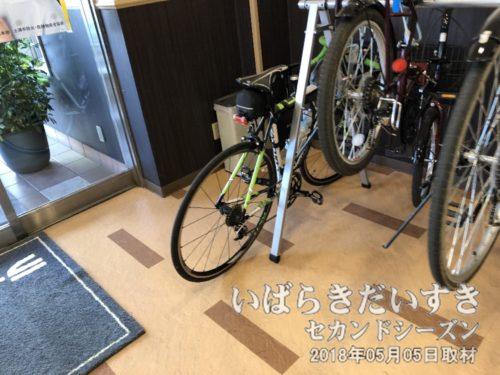 エントランスには自転車を置くスペースがあります。