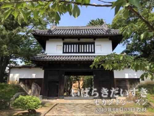 土浦城 櫓門(別称:太鼓櫓)<br>2階部分に太鼓を置き、太鼓を鳴らすことで時刻を知らせていました。