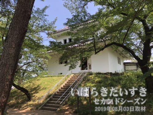 東櫓(復刻)は展示館として利用されています。