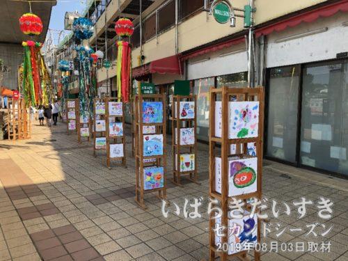モール505では地元幼稚園生の行灯装飾展示。