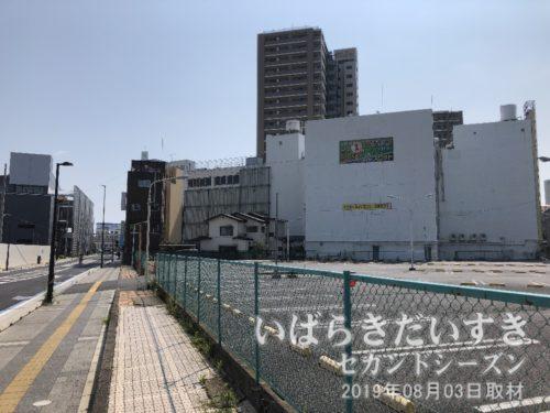川口川閘門から土浦駅方面を望む。