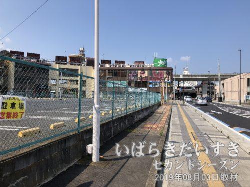 土浦駅方面から川口川閘門方面を望む。