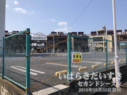 イトーヨーカドー 旧土浦店越しに、モール505を望む<br>ここにマンションが建った場合、モール505は日陰になり、ますます状況が悪くなる気がします。。