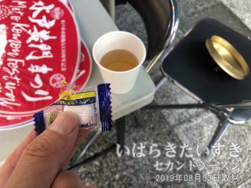 お茶と塩タブレットの無償提供